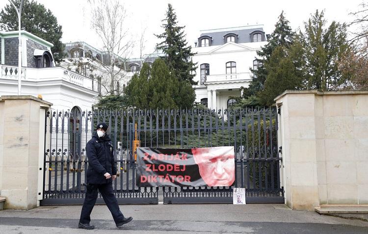جمهورية التشيك تطرد دبلوماسيين روس على خلفية انفجار في 2014